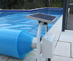 Daisy pool covers rollers